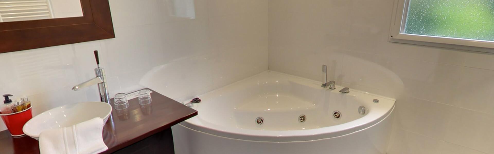 chambre d 39 h te thalasso avec bain baln o jacuzzi vannes morbihan. Black Bedroom Furniture Sets. Home Design Ideas