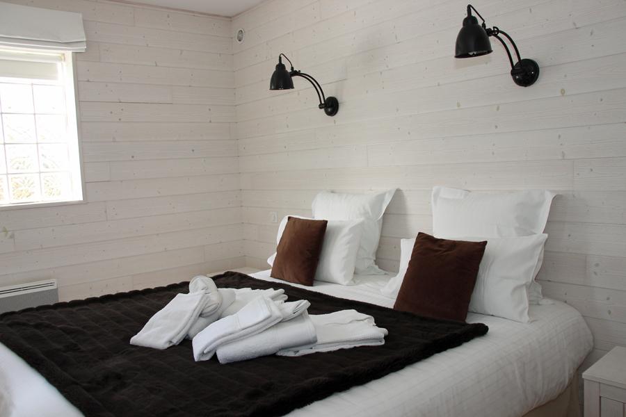 g te avec piscine pour couple vannes dans le morbihan. Black Bedroom Furniture Sets. Home Design Ideas